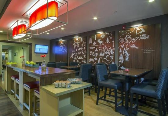 TownePlace Suites Greenville Haywood Mall: Breakfast Dining Area