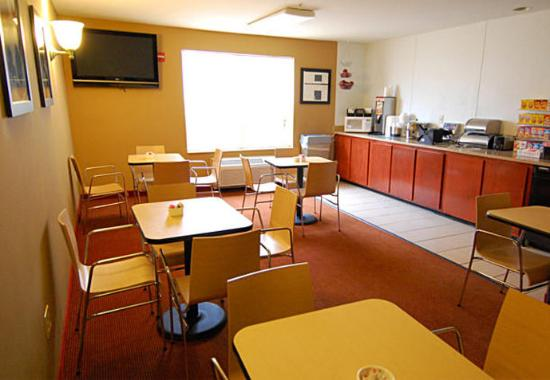 TownePlace Suites Dallas Plano: Breakfast Room