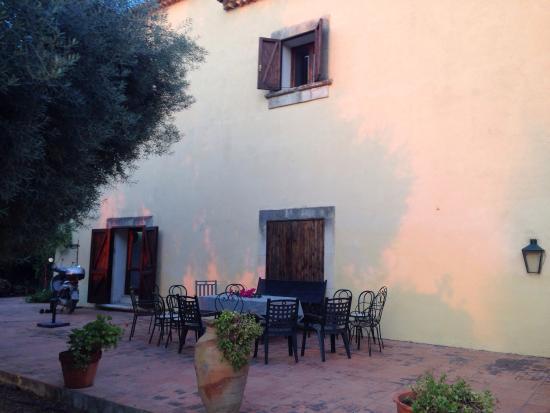 Case del Feudo Hotel : Esterno agriturismo,piscina,azienda vinicola,camere