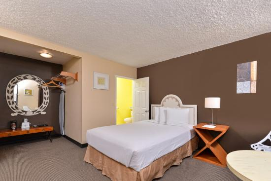Americas Best Value Inn: One Queen Bed Guest Room