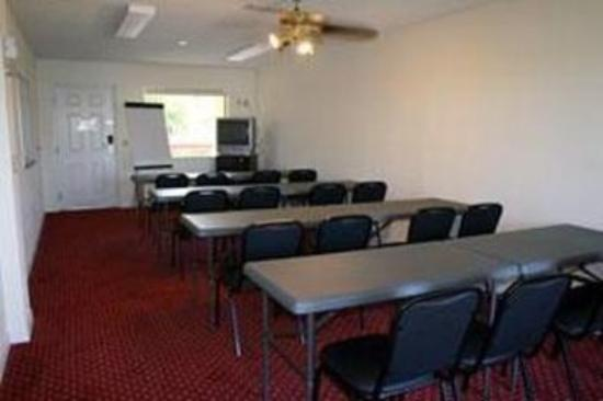 Quality Inn and Suites Mount Dora: Meeting Room