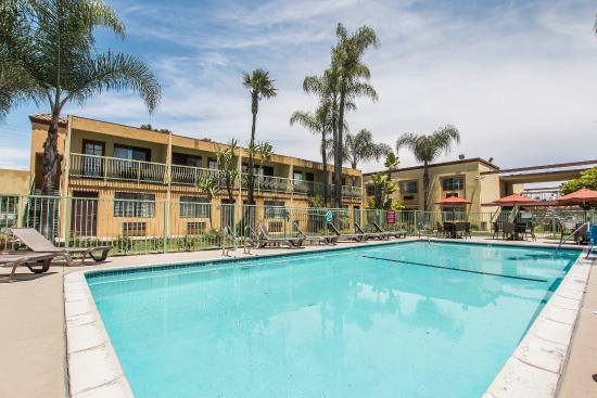 Comfort Inn & Suites near Long Beach Convention Center: Pool