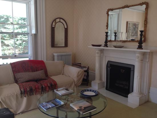Alden House B&B : The other living area.