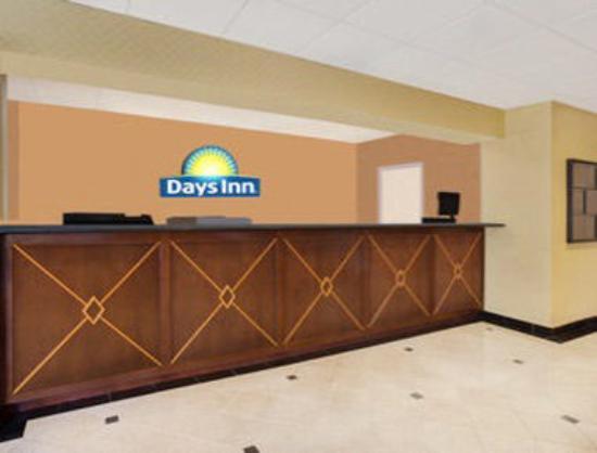 Days Inn Silver Spring: Front Desk