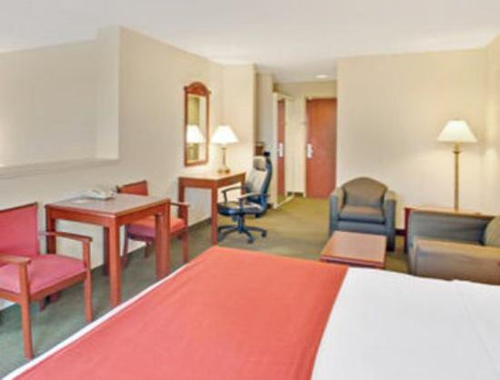 Days Inn & Suites Laurel Near Fort Meade: Standard King Room
