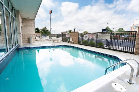 Drury Inn & Suites Dayton North: Indoor/Outdoor Pool & Whirlpool