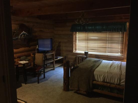 Alaskan Inn: Rustic Rooms