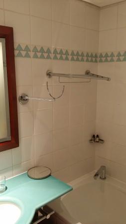 Salle De Bain Rouille Et Moisissure Août Picture Of Pullman - Moisissures salle de bain