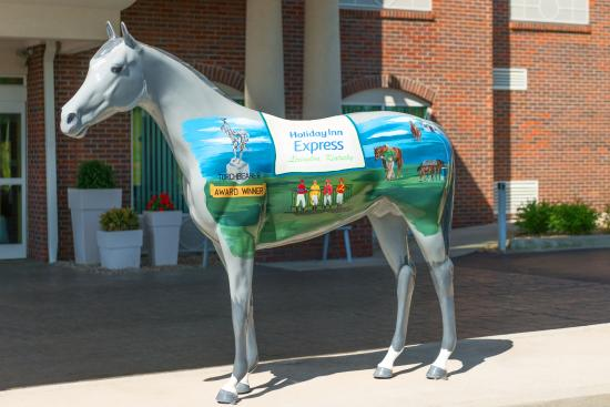 Holiday Inn Express & Suites Lexington Dtwn Area-Keenland: Front Horse