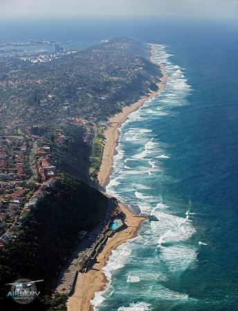 Ansteys Beach Back Packers: Another aerial view of Ansteys and Brighton Beach