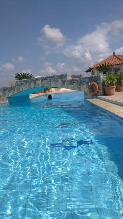 Pinelopi Apartments : The pool