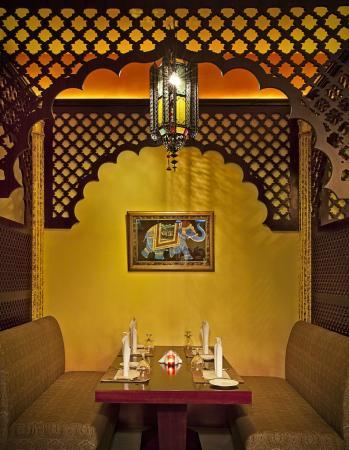 Beach Hotel by Bin Majid Hotels & Resort: Restaurants