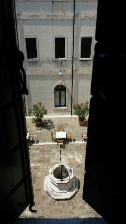 Centro Culturale Don Orione Artigianelli: Courtyard from bedroom