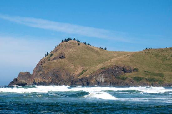 Otis, Oregón: Cascade Head from the beach