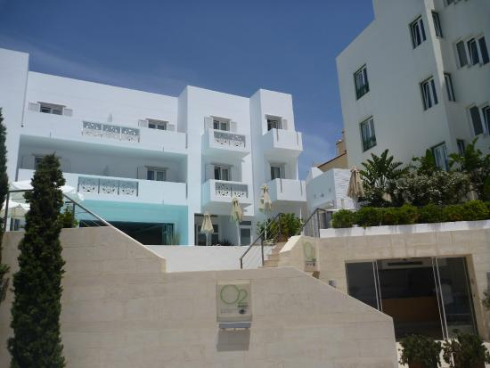 Tinos Town, Grèce : Reception, Pool, Cafe, Deluxe & Standard Unit In Favie Suzanne Hotel