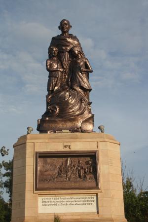 Gandhi Maidan: Bapu 's statue