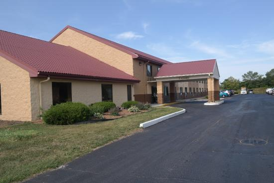 Quality Inn hotel in Sturtevant: Front View