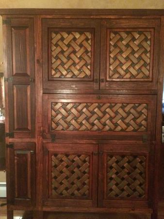 Antigua Inn: Gorgeous hutch in the tapestry room