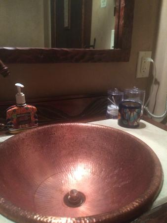 Antigua Inn: Hammered copper sink in the Tapestry Room