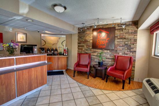 Amazing Red Roof Inn Pensacola   West Florida Hospital: Lobby