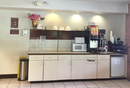 Country Hearth Inn & Suites Fulton: Breakfast