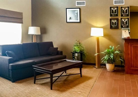 Pleasant Hill, Айова: Lobby