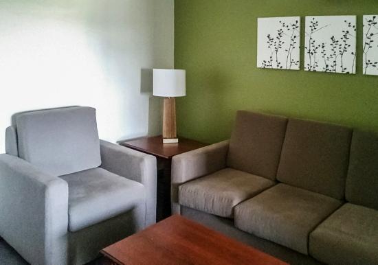 Pleasant Hill, Айова: Living Room Suite