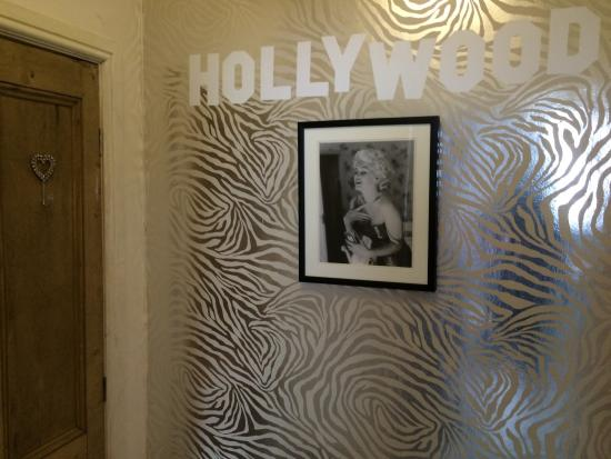 St Hilda's Boutique: Photos from our stay in the LA room.