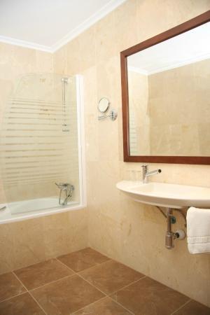 Hotel Mulhacen: Baño Suite