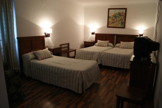 Hotel Mulhacen: Habitación Triple