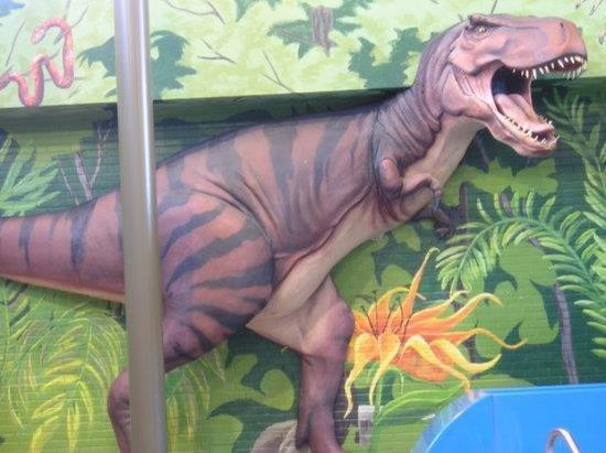 Victoria Inn: Life Size Dinosaurs