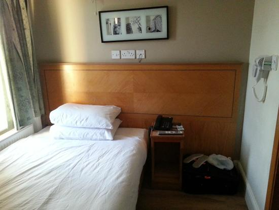 Kensington Suite Hotel: Canera4