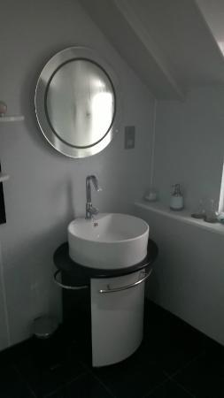 6 Caberfeidh: lavabo: sdb