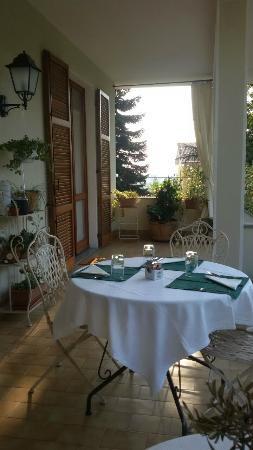 Il terrazzo coperto - Picture of Il Giardino di Laura B&B ...