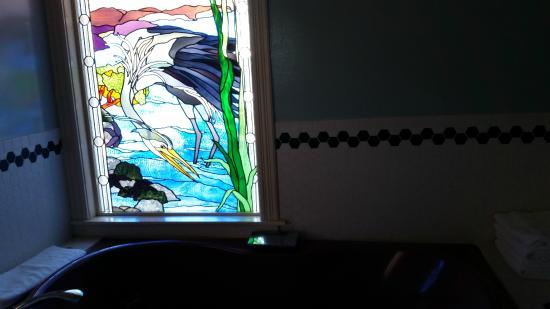 Orcas, WA: Stained glass window in the bathroom