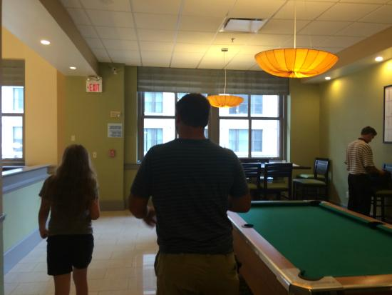 Holiday Inn Express Cleveland Downtown: Pool Table