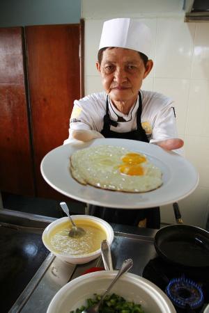 Hotel Cambodiana: excelente atención al desayuno