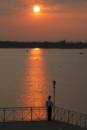 Hotel Cambodiana: terraza del hotel la río mekong
