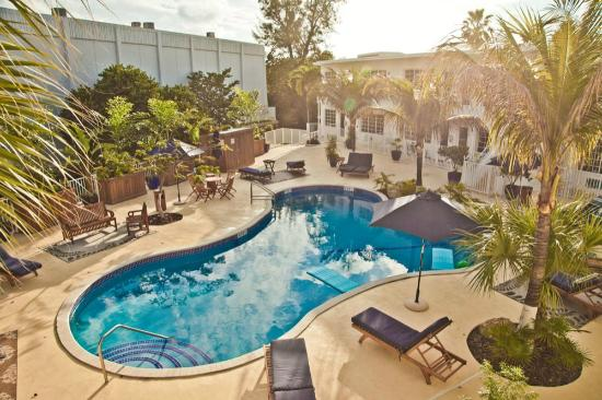 Tradewinds Apartment Hotel: Pool