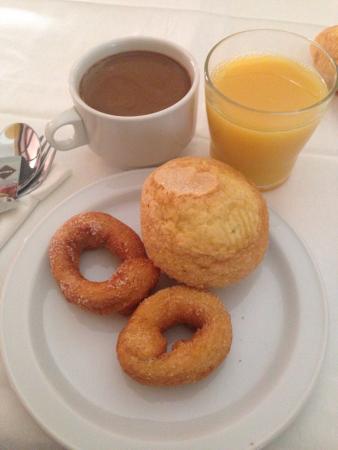 Perales del Puerto, إسبانيا: Desayuno tipo buffet muy bueno.