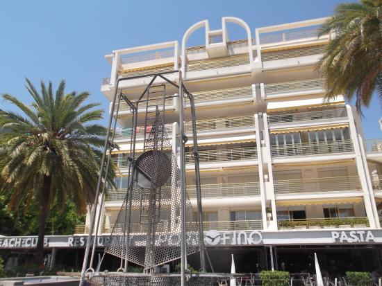 Apartamentos Novelty: la fachada principal