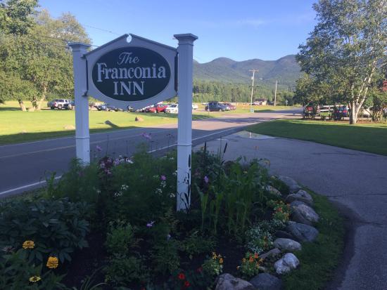 Franconia Inn: Hotel sign