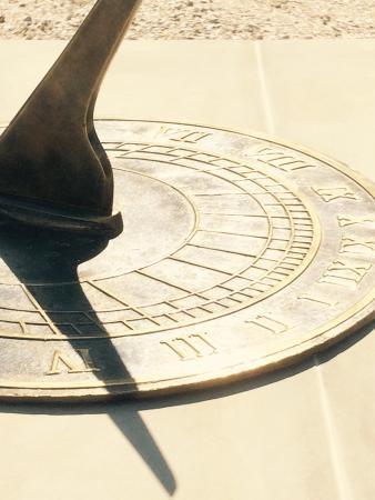 Miastkow Koscielny, Polen: Prawdziwy zegar słoneczny