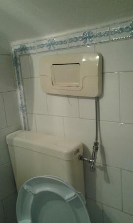 Scarico del bagno non in asse con wc foto di new baby hotel caserta tripadvisor - Scarichi bagno pendenze ...