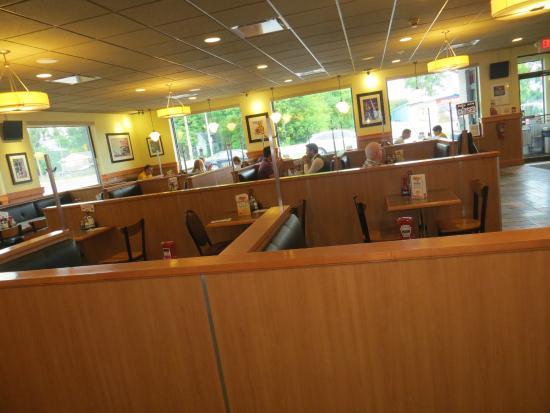 John's Restaurant: Lots of seating