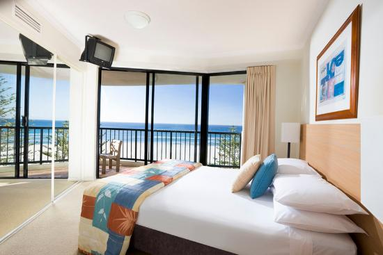 Mantra Coolangatta Beach: Bedroom Apartment Bedroom