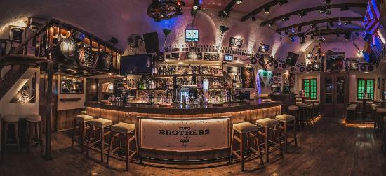 ‪Two Brothers Bar‬