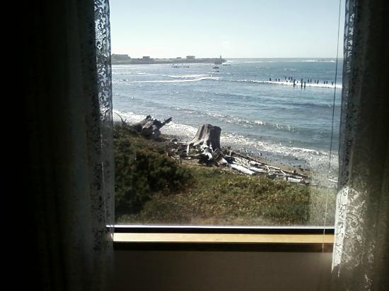 Lighthouse Bed and Breakfast: View from bedroom window of Sunset Room.