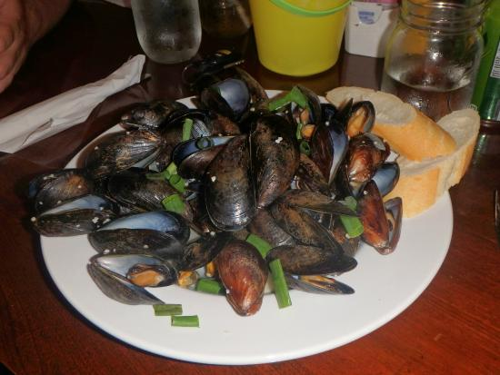 Lobster Barn Pub and Eatery: MASSIVE order of appetizer mussels