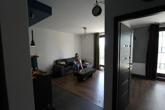 Art apart, po prawej sypialnia po lewej kuchnia
